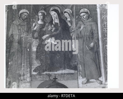 Abruzzo Teramo Campli S. Francesco, this is my Italy, the italian country of visual history, Exterior views of the Medieval architecture interior views include Medieval frescos and Renaissance altarpieces. - Stock Photo