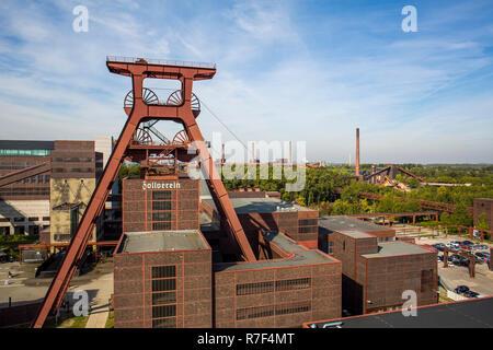 Zeche Zollverein, former coal mine, UNESCO World Heritage Site, winding tower, double headframe of Shaft 12, Essen - Stock Photo