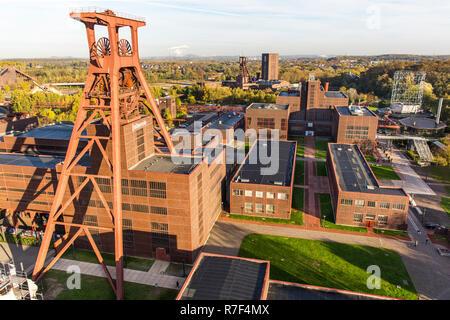 Zeche Zollverein, former coal mine, UNESCO World Heritage Site, Ehrenhof courtyard and the Red Dot Design Museum - Stock Photo