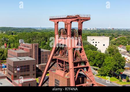 UNESCO World Heritage Site Zeche Zollverein, Red Dot Design Museum, Doppelbock headframe, shaft 12, Zollverein-Kubus building - Stock Photo