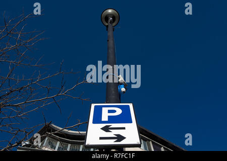british road sign indicating car parking available on roads to the left and to the right, in richmond upon thames, surrey, england - Stock Photo