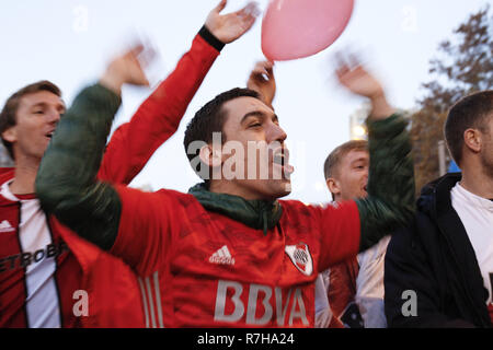 Madrid, Madrid, Spain. 9th Dec, 2018. A River Plate supporter seen in the street of Madrid a few hours before the COPA Libertadores final between River Plate and Boca Juniors. Credit: Rafael Bastante/SOPA Images/ZUMA Wire/Alamy Live News - Stock Photo