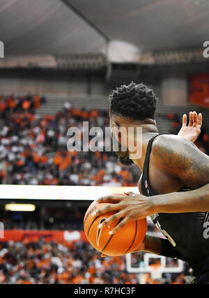 Syracuse, NY, USA. 8th Dec, 2018. The Syracuse Orange defeated the Georgetown Hoyas 72-71 at the Carrier Dome in Syracuse, NY. Photo by Alan Schwartz/Cal Sport Media/Alamy Live News - Stock Photo