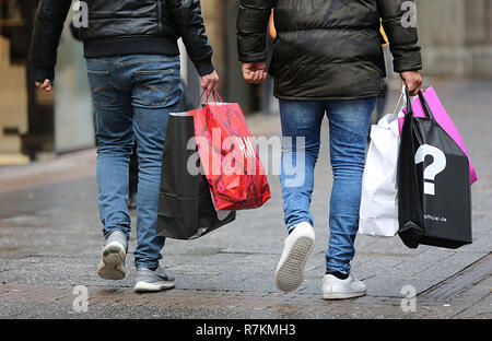 10 December 2018, North Rhine-Westphalia, Köln: Passers-by walk through the pedestrian zone in Cologne with Christmas shopping. Photo: Oliver Berg/dpa - Stock Photo