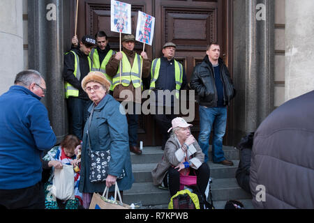 Pro Brexit rally organised by UKIP and Tommy Robinson protesting at the 'Betrayal of Brexit' as they see the deal agreed between the May's Tory Government and the EU. Central London, UK, December 9th, 2018. Credit: Mike Abrahams/Alamy Live News - Stock Photo