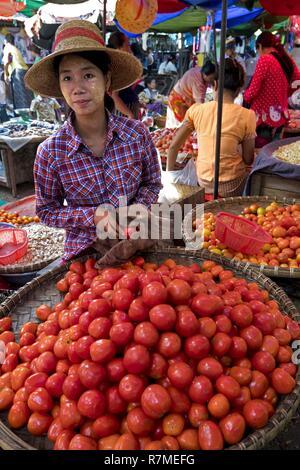 Myanmar, Mandalay, the Jaye Ze market takes place on the railroad - Stock Photo