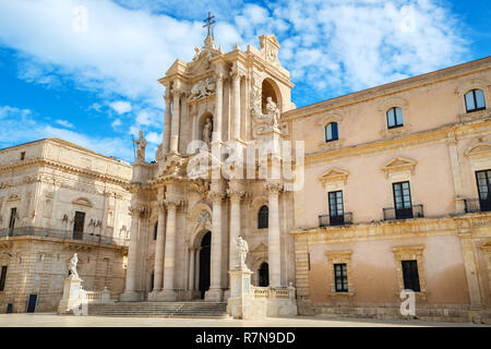 View of Cathedral of Syracuse (Duomo di Siracusa) in Piazza del Duomo. Ortygia, Syracuse (Siracusa), Sicily, Italy - Stock Photo