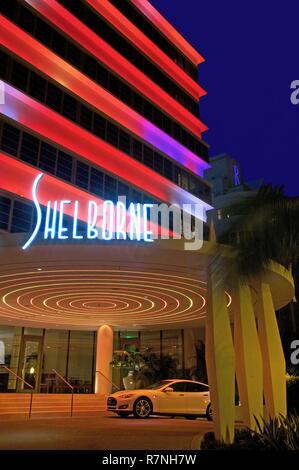 United States, Florida, Miami, Hotel Shelborne, facade Art Deco enlighted in neon, on Collins avenue, in the district of South Beach, in Miami Beach - Stock Photo