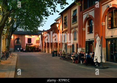 France, Haute Garonne, Toulouse, banks of the Garonne river, Place Saint Pierre - Stock Photo