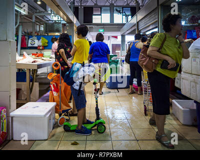 Singapore, Singapore. 11th Dec, 2018. Shoppers in the Haig Road Market and Food Centre in the Geylang neighborhood. The Geylang area of Singapore, between the Central Business District and Changi Airport, was originally coconut plantations and Malay villages. During Singapore's boom the coconut plantations and other farms were pushed out and now the area is a working class community of Malay, Indian and Chinese people. In the 2000s, developers started gentrifying Geylang and new housing estate developments were built. Credit: Jack Kurtz/ZUMA Wire/Alamy Live News - Stock Photo