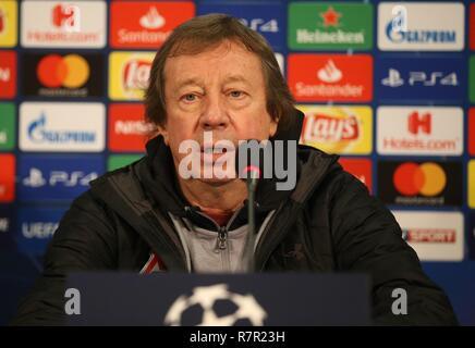 firo Football, 10.12.2018 Champions League Training FC Schalke 04 - Lokomotiv Moscow Press Conference Yuri Pavlovich Sjomin | usage worldwide - Stock Photo