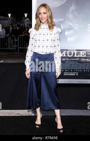 Westwood, California, USA. 10th Dec 2018. Actress Kim Raver arrives at the Los Angeles Premiere Of Warner Bros. Pictures' 'The Mule' held at the Regency Village Theatre on December 10, 2018 in Westwood, Los Angeles, California, United States. (Photo by David Acosta/Image Press Agency) Credit: Image Press Agency/Alamy Live News