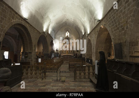 Villefranche-de-Conflent, The parish church (Église Saint-Jacques) The nave. 12th - 13th century. Hauptschiff nach Osten - Stock Photo