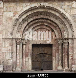 Villefranche-de-Conflent, The parish church (Église Saint-Jacques) The nave. 12th - 13th century. Southeast entrance door. Südostportal mit mittelalte - Stock Photo