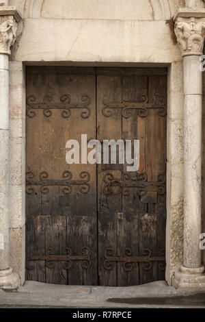 Villefranche-de-Conflent, The parish church (Église Saint-Jacques) The nave. 12th - 13th century. Southeast entrance door. Ironwork. Südostportal mit  - Stock Photo