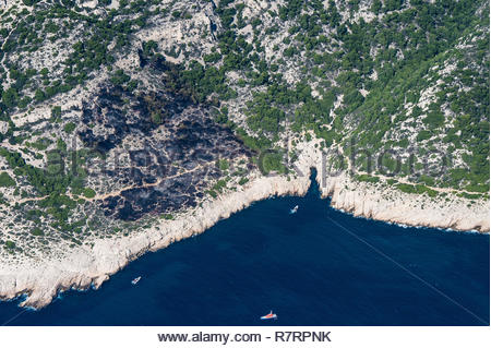 Aerial view of the coast of the Calanques National Park between Marseille and Cassis (south-eastern France): boats lying at anchor near the Malouine r - Stock Photo