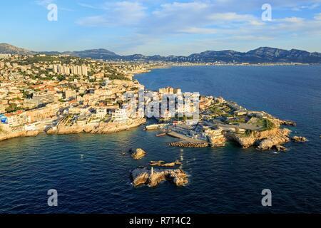 France, Bouches du Rhone, Marseille, 7th arrondissement, Endoume district, Malmousque cove, Pendus islands, Pointe Rouge district in the background (aerial view) - Stock Photo