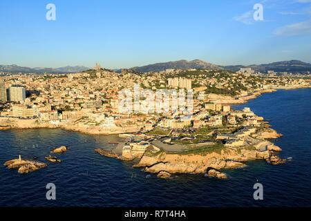 France, Bouches du Rhone, Marseille, 7th arrondissement, Endoume district, Malmousque cove, Pendus islands (aerial view) - Stock Photo