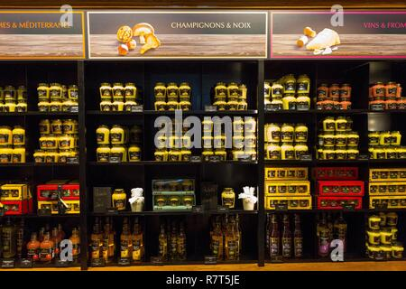 France, Cote d'Or, cultural landscape of Burgundy climates classified UNESCO World Heritage, Dijon, Maille mustard shop, rue de la Liberté - Stock Photo