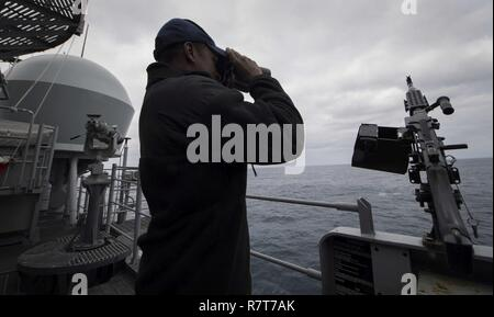 Seaman Luis Figuereo scans for contacts while on watch aboard USS Leyte Gulf (CG 55). Leyte Gulf is conducting naval operations in the U.S. 6th Fleet area of operations in support of U.S. national security interests in Europe. - Stock Photo