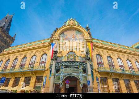 Municipal House Prague, built in 1911 the Obecni dum (Municipal House) is the city's most famous art nouveau style building in Prague, Czech Republic. - Stock Photo