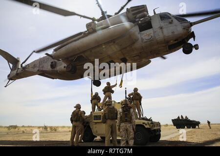 Marines with 1st Transportation Support Battalion (TSB) and Combat Logistics Battalion (CLB) 26 provide a Helicopter Support Team (HST) to attach a Humvee to a CH-53E Super Stallion for external lift training in support of Marine Aviation Weapons and Tactics Squadron (MAWTS) 1 during the semiannual Weapons and Tactics Instructor Course (WTI) 2-17, at Auxiliary Airfield II, Yuma, Arizona, April 7. Lasting seven weeks, WTI is a training evolution hosted by MAWTS-1 which provides standardized advanced and tactical training and certification of unit instructor qualifications to support Marine avia - Stock Photo