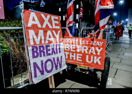 London, UK. 11th Dec 2018. Banner Axe May 'Vote down May's deal' at Parliament Yard , on 11 December 2018, London, UK. Credit: Picture Capital/Alamy Live News - Stock Photo