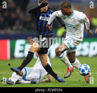 Milan, Italy. 11th Dec, 2018. FC Inter's Mauro Icardi (L) competes during a Group B match of the UEFA Champions League between FC Inter and PSV Eindhoven in Milan, Italy, Dec. 11, 2018. The match ended with 1-1. Credit: Cheng Tingting/Xinhua/Alamy Live News - Stock Photo