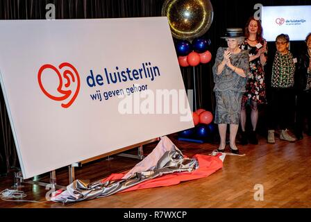 Hilversum, Netherlands. 12th Dec, 2018. Princess Beatrix of The Netherlands at the Nederlands Instituut voor Beeld en Geluid in Hilversum, on December 12, 2018, reveals the new name of Sensoor, the national listening line, a nationwide network of anonymous remote assistance Credit: Albert Nieboer/ Netherlands OUT/Point de Vue OUT |/dpa/Alamy Live News - Stock Photo