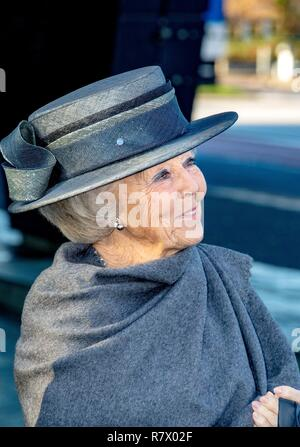 Hilversum, Netherlands. 12th Dec, 2018. Princess Beatrix of The Netherlands leaves at the Nederlands Instituut voor Beeld en Geluid in Hilversum, on December 12, 2018, after revealing the new name of Sensoor, the national listening line, a nationwide network of anonymous remote assistance Credit: Albert Nieboer/ Netherlands OUT/Point de Vue OUT |/dpa/Alamy Live News - Stock Photo