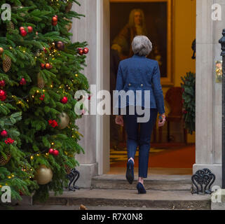 10 Downing Street, London, UK. 12 December, 2018. British Prime Minister Theresa May enters No. 10 after announcing that a vote of no confidence has been sparked and that she will fight the challenge to her leadership after 48 letters were received by the Conservative 1922 Committee. The PM won the ballot on her leadership by 200 votes to 117 on Wednesday evening. Credit: Malcolm Park/Alamy Live News. - Stock Photo