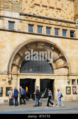 Whitechapel Art Gallery, a popular contemporary exhibition space, on Whitechapel High Street, next to Aldgate East tube station, in east London, UK - Stock Photo