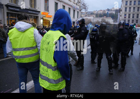 'Yellow Jackets' protesters face Riot Police forces, Lyon, France - Stock Photo