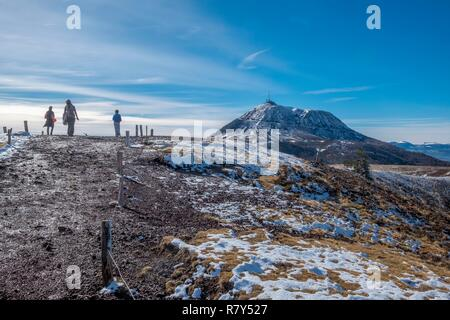 France, Puy de Dome, area listed as World Heritage by UNESCO, Regional Natural Park of the Volcanoes of Auvergne, Chaine des Puys, Orcines, view of the puy de Dôme from the puy Pariou - Stock Photo