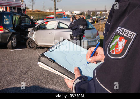 Police officer sketching the accident scene, Germany - Stock Photo