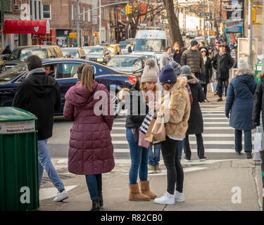 Shoppers in Soho in New York on Saturday, December 8, 2018 during the Christmas shopping season. (© Richard B. Levine) - Stock Photo