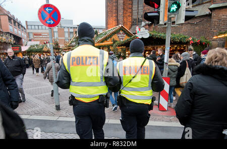 Hannover, Germany. 12th Dec, 2018. Policemen walk across the Christmas market downtown. Credit: Julian Stratenschulte/dpa/Alamy Live News - Stock Photo