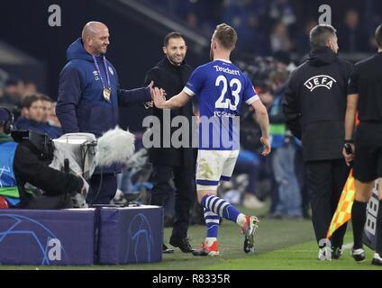 firo Football, 11.12.2018 Champions League FC Schalke 04 - Lokomotiv Moscow 1: 0 coach Domenico Tedesco, Substitution Cedric Teuchert | usage worldwide - Stock Photo