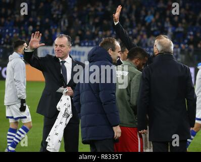 firo Football, 11.12.2018 Champions League FC Schalke 04 - Lokomotiv Moscow 1: 0, Benedikt Howedes, Clemens Tonnies Approval | usage worldwide - Stock Photo
