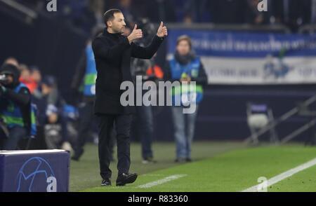 firo Football, 11.12.2018 Champions League FC Schalke 04 - Lokomotiv Moscow 1: 0 coach Domenico Tedesco, gesture | usage worldwide - Stock Photo