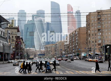 Moscow, Russia. 08th Dec, 2018. MOSCOW, RUSSIA - DECEMBER 8, 2018: People crossing Dorogomilovskaya Street with the Moskva City Moscow International Business Center in the background. Vladimir Gerdo/TASS Credit: ITAR-TASS News Agency/Alamy Live News - Stock Photo