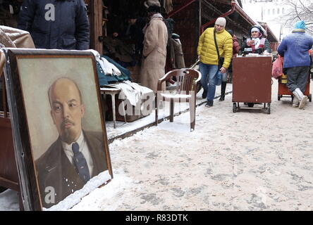 Moscow, Russia. 08th Dec, 2018. MOSCOW, RUSSIA - DECEMBER 8, 2018: A portrait of Russian revolutionary Vladimir Lenin for sale at the Izmailovsky Vernisazh [Izmaylovo Vernissage] souvenir market. Grigory Dukor/TASS Credit: ITAR-TASS News Agency/Alamy Live News - Stock Photo