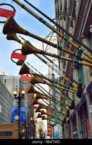Chicago, Illinois, USA. Macy's department store on State Street in Chicago decorated for Christmas. - Stock Photo