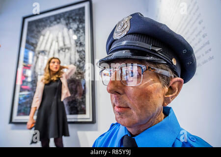 London, UK. 13th December, 2018. Beyond Reality (13th – 28th December), a collective show of world-leading hyperrealist artists at Opera Gallery, New Bond Street. Credit: Guy Bell/Alamy Live News - Stock Photo