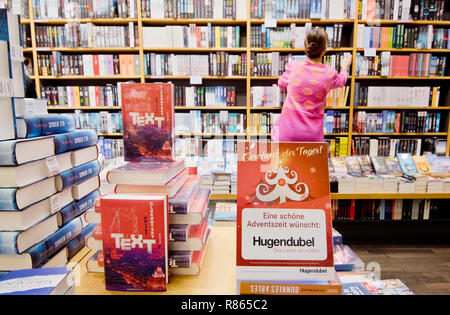 Hannover, Germany. 12th Dec, 2018. A bookseller sorts the display in a branch of the bookseller Hugendubel. Books still belong to the most popular Christmas presents of the Germans. Credit: Julian Stratenschulte/dpa/Alamy Live News - Stock Photo