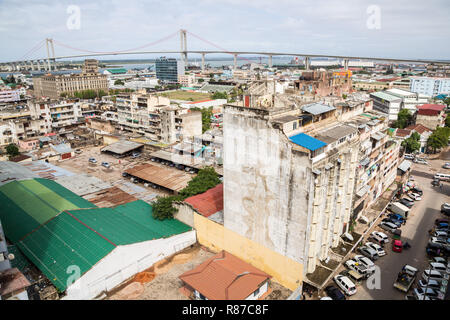 The bridge across the Maputo Bay from Maputo to Katembe, seen over high-rise buildings and streets of Maputo city centre, Mozambique, Africa. - Stock Photo