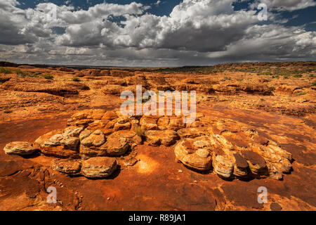 Spectacular domes along the Rim Walk in Watarrka National Park. - Stock Photo