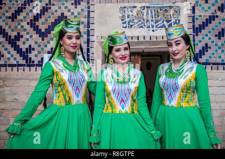 Women in traditional costume, Samarkand, Uzbekistan - Stock Photo