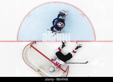 Herning, Denmark. 17th May, 2018. Harri Sateri, Finland and Noah Rod, Switzerland during the quarterfinal between Finland and Switzerland in the IIHF World Ice Hockey Championship 2018 in Jyske Bank Boxen, Herning, Denmark. Credit: Lars Moeller/ZUMA Wire/Alamy Live News - Stock Photo