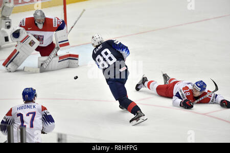 Herning, Denmark. 17th May, 2017. Patrick Kane, USA scores to 3-2 during the quarterfinal between USA and Czech Republic in the IIHF World Ice Hockey Championship 2018 in Jyske Bank Boxen, Herning, Denmark. Credit: Lars Moeller/ZUMA Wire/Alamy Live News - Stock Photo
